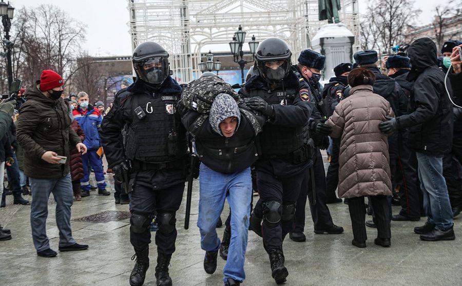 У Росії почалися масові затримання після оголошення вироку Олексію Навальному