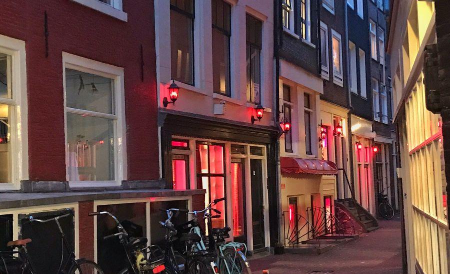 Влада Амстердама прийняла рішення про ліквідацію району «червоних ліхтарів»