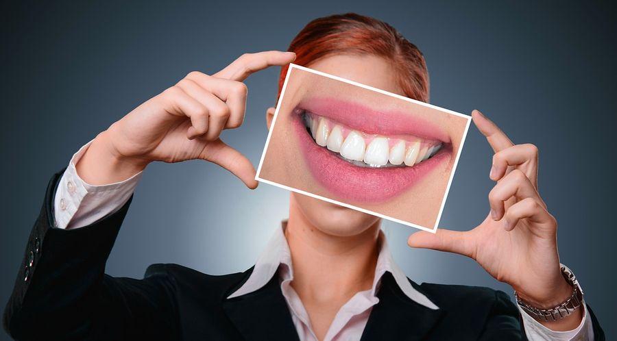 Названо ефективні способи відбілювання зубів в домашніх умовах