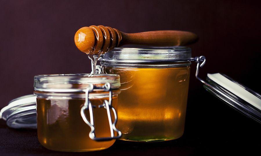 Медики розповіли про цілющі властивості меду для жінок і чоловіків