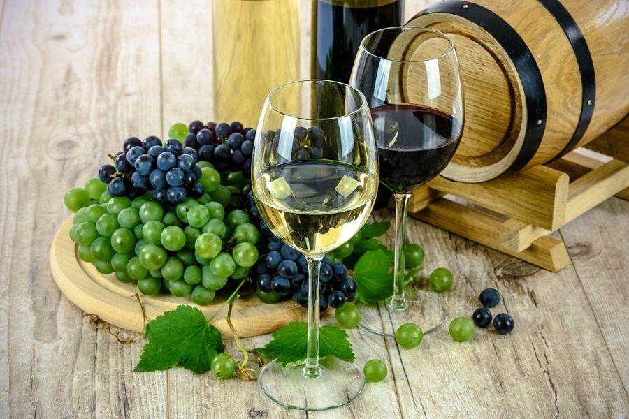 Науковці пояснили, як червоне вино впливає на серце