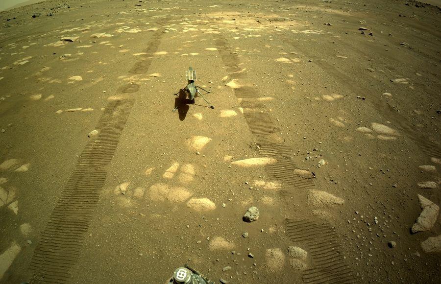 П'ять днів до польоту: марсіанський вертоліт надіслав перший знімок зі своєї камери після відділення від марсохода