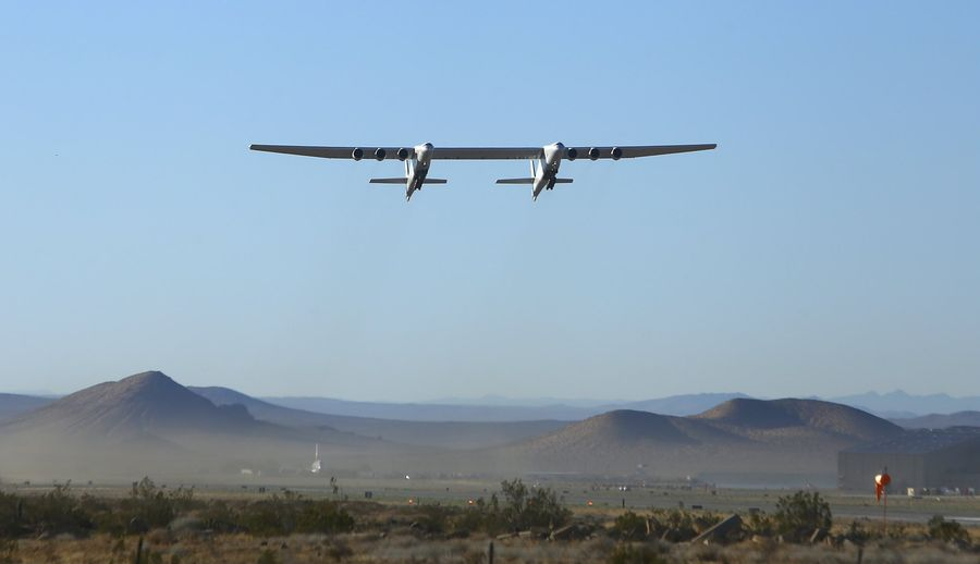 Найбільший літак у світі здійснив другий політ після дворічної перерви (ВІДЕО)