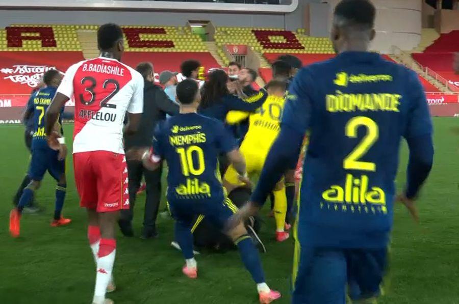 Монако — Ліон: футболісти влаштували масову бійку після матчу (ВІДЕО)