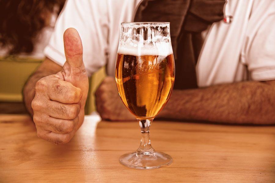 Жителям США будуть роздавати пиво за щеплення від COVID-19