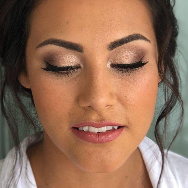 8. Senior stylist: Makeup Brud