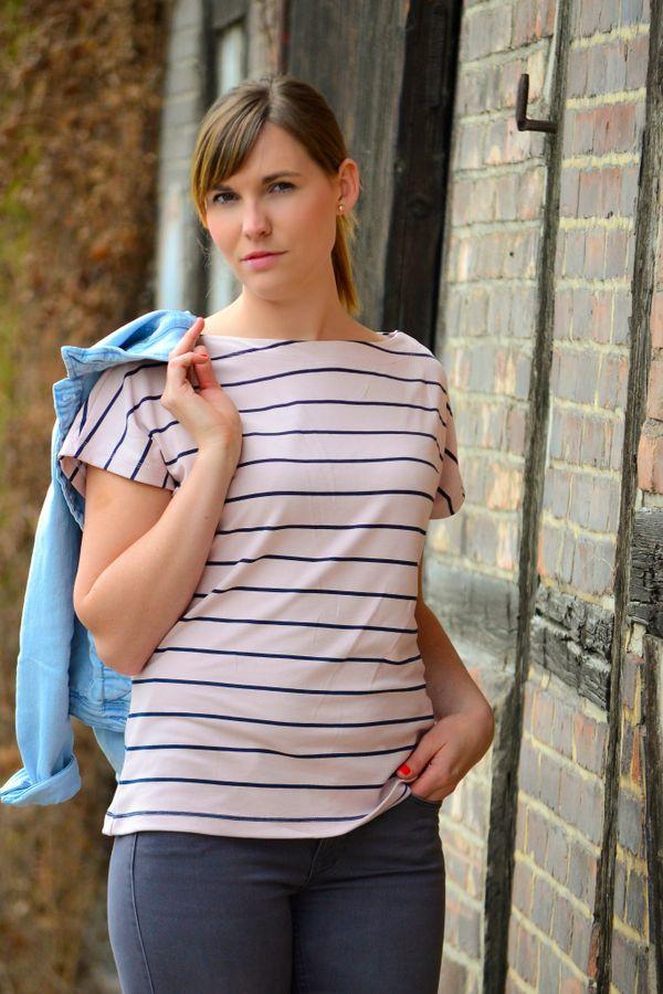 Produktfoto von textilsucht für Schnittmuster Shirt & Kleid Lilla