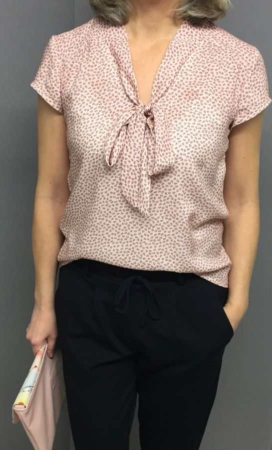 Produktfoto von Frau Schnitte für Schnittmuster Sommerbluse/Kleid Alma