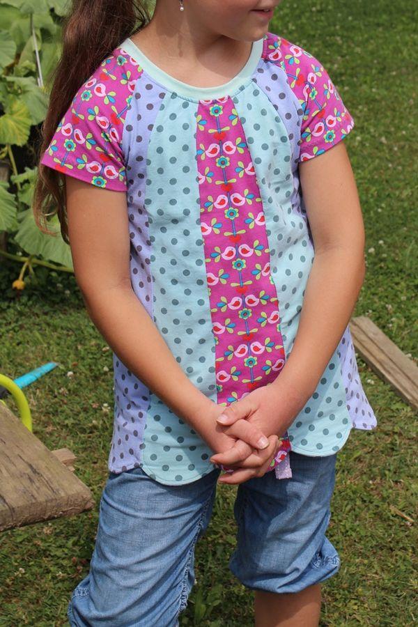 Produktfoto von Kleine Lotta Hohenberg für Schnittmuster Mädchenshirt Friederike