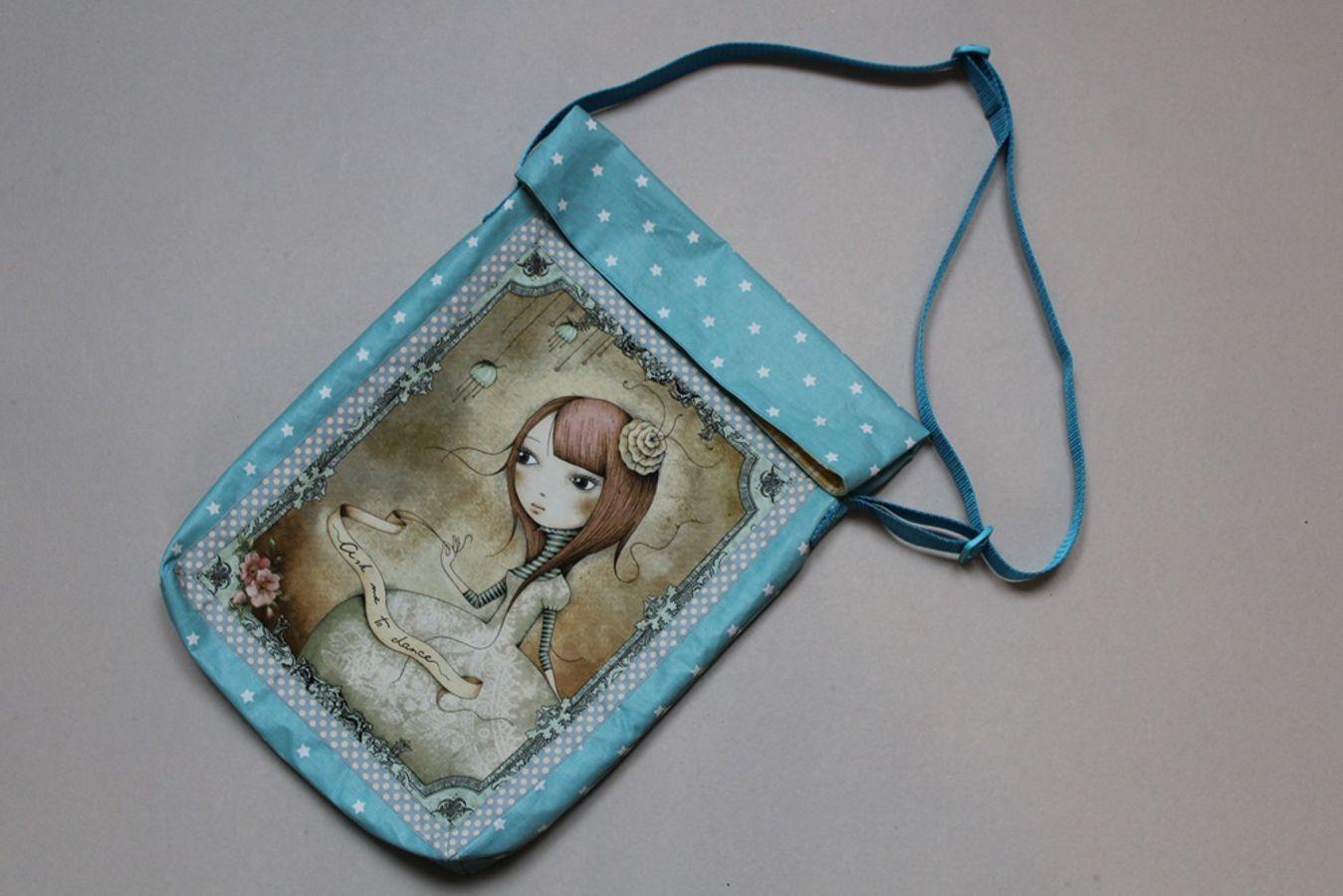 Produktfoto von Kleine Lotta Hohenberg für Schnittmuster Büchertasche Laura