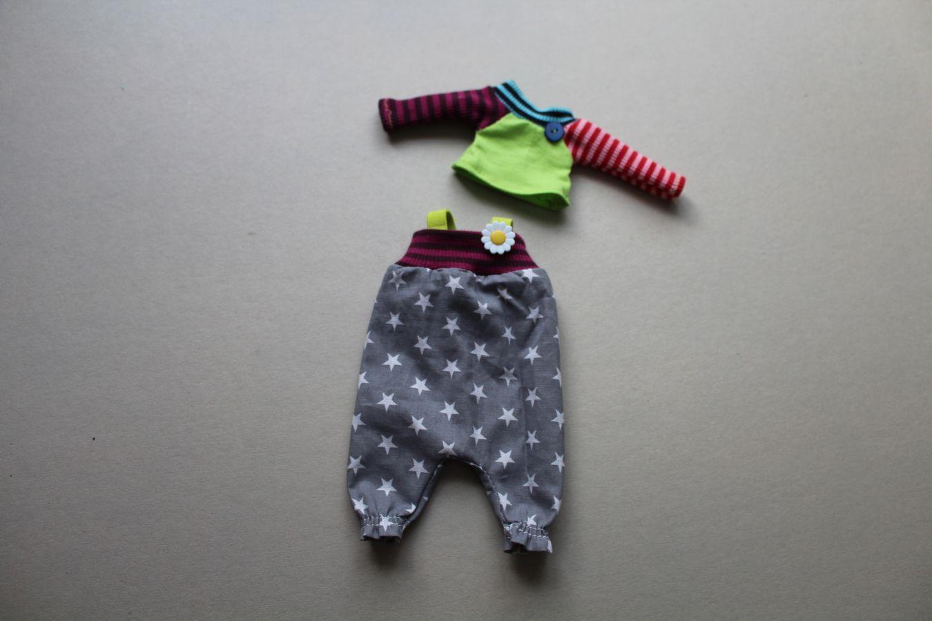 Produktfoto von Kleine Lotta Hohenberg für Schnittmuster Puppenhose Lala & Pulli