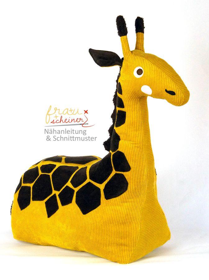 Produktfoto von Frau Scheiner für Schnittmuster Reittier Giraffe Gisela