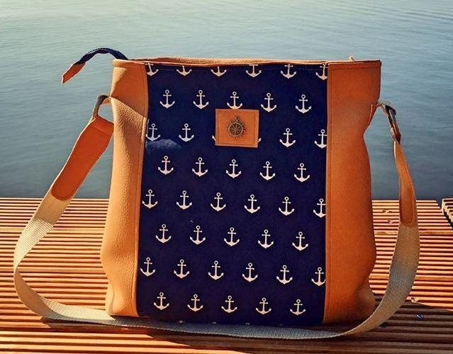 Produktfoto von Frau Schnitte zum Nähen für Schnittmuster Tasche Stella