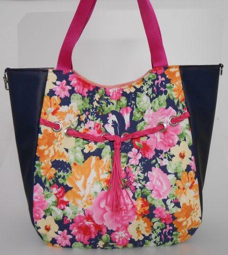 Produktfoto von Frau Schnitte zum Nähen für Schnittmuster Tasche Kylie