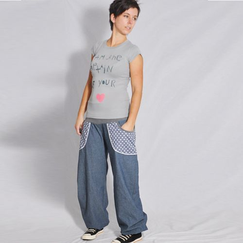 Produktfoto von Leni Pepunkt zum Nähen für Schnittmuster Damenhose LÄSSIG.4us
