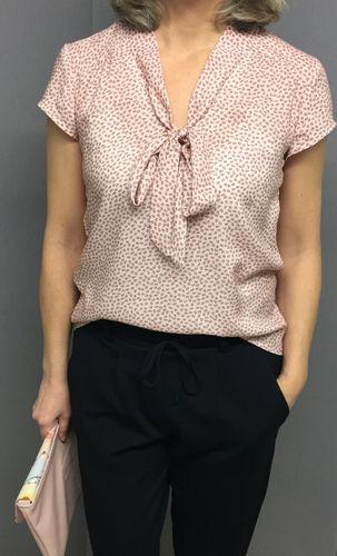 Produktfoto von Frau Schnitte zum Nähen für Schnittmuster Sommerbluse/Kleid Alma