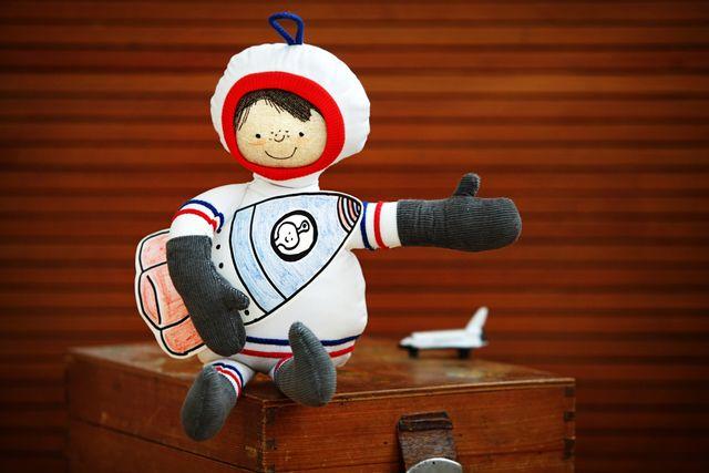 Produktfoto von Von Lange Hand zum Nähen für Schnittmuster Astronautenpüppchen