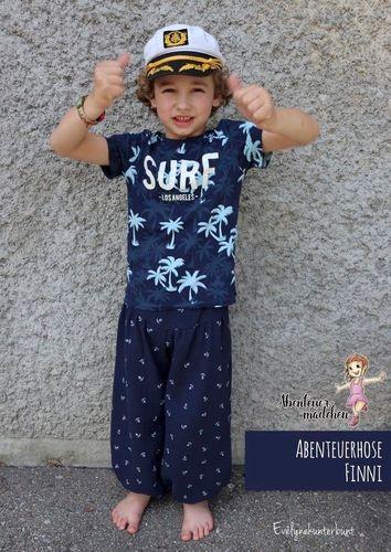 Produktfoto von Abenteuermädchen zum Nähen für Schnittmuster Abenteuerhose Finni