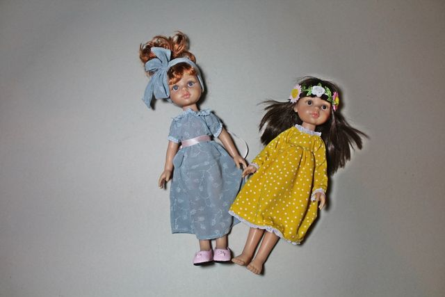 Produktfoto von Kleine Lotta Hohenberg für Schnittmuster Puppenkleid Paola