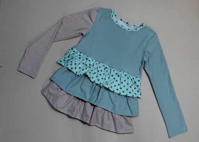 Produktfoto von Kleine Lotta Hohenberg für Schnittmuster Mädchenshirt Rike