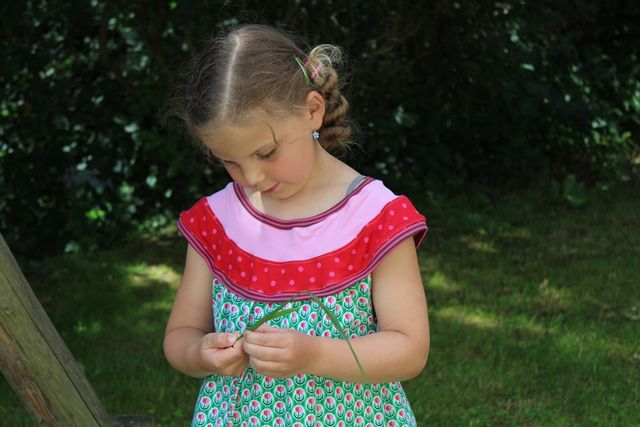Produktfoto von Kleine Lotta Hohenberg für Schnittmuster Sommerkleid Ida