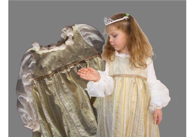 Produktfoto von Kleine Lotta Hohenberg für Schnittmuster Prinzessinnenkleid ASCHENPUTTEL