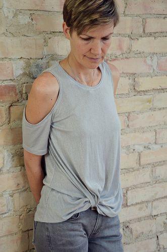 Produktfoto von Elle Puls zum Nähen für Schnittmuster Knotenshirt Mahé