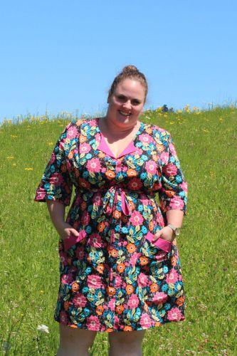 Produktfoto von einfach anziehend zum Nähen für Schnittmuster Blusenkleid Melitta Plussize