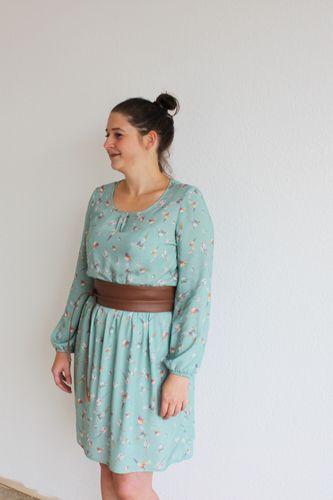 Produktfoto von einfach anziehend zum Nähen für Schnittmuster Kleid Rosalie