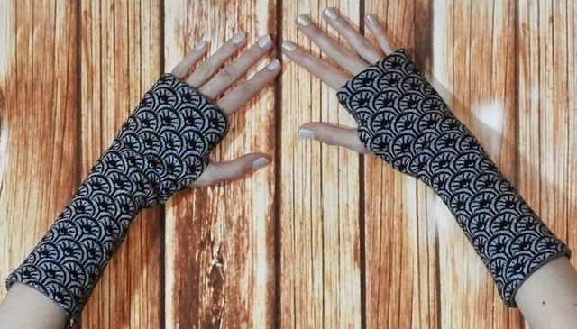 Produktfoto von gialLino zum Nähen für Schnittmuster Wendbare Handstulpen mit Daumenloch