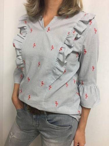 Produktfoto von Frau Schnitte zum Nähen für Schnittmuster Rüschenbluse Ella