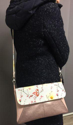 Produktfoto von Frau Schnitte zum Nähen für Schnittmuster Tasche Viola