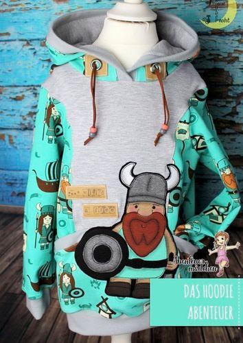 Produktfoto von Abenteuermädchen zum Nähen für Schnittmuster Das Hoodie Abenteuer