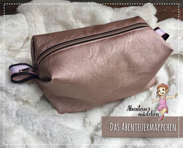Produktfoto von Abenteuermädchen zum Nähen für Schnittmuster Das Abenteuermäppchen
