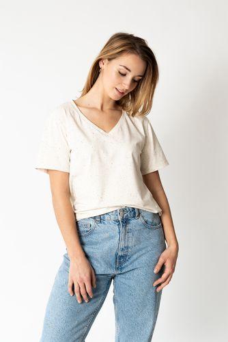 Produktfoto von fashiontamtam zum Nähen für Schnittmuster T-Shirt mit V-Ausschnitt #shirtvneck