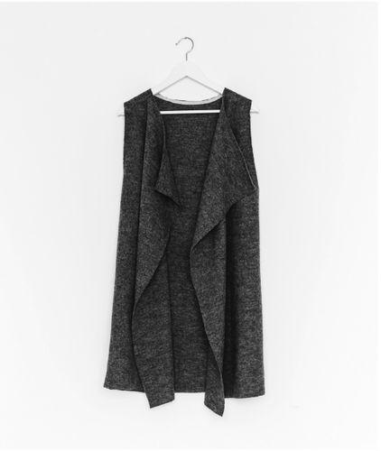 Produktfoto von fashiontamtam zum Nähen für Schnittmuster Ärmellose Weste #cozy
