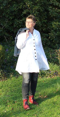 Produktfoto von Unendlich schön - Design Anita Lüchtefeld zum Nähen für Schnittmuster Longbluse Sayuri curvy
