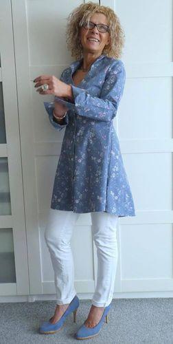 Produktfoto von Unendlich schön - Design Anita Lüchtefeld zum Nähen für Schnittmuster Longbluse Sayuri tailliert