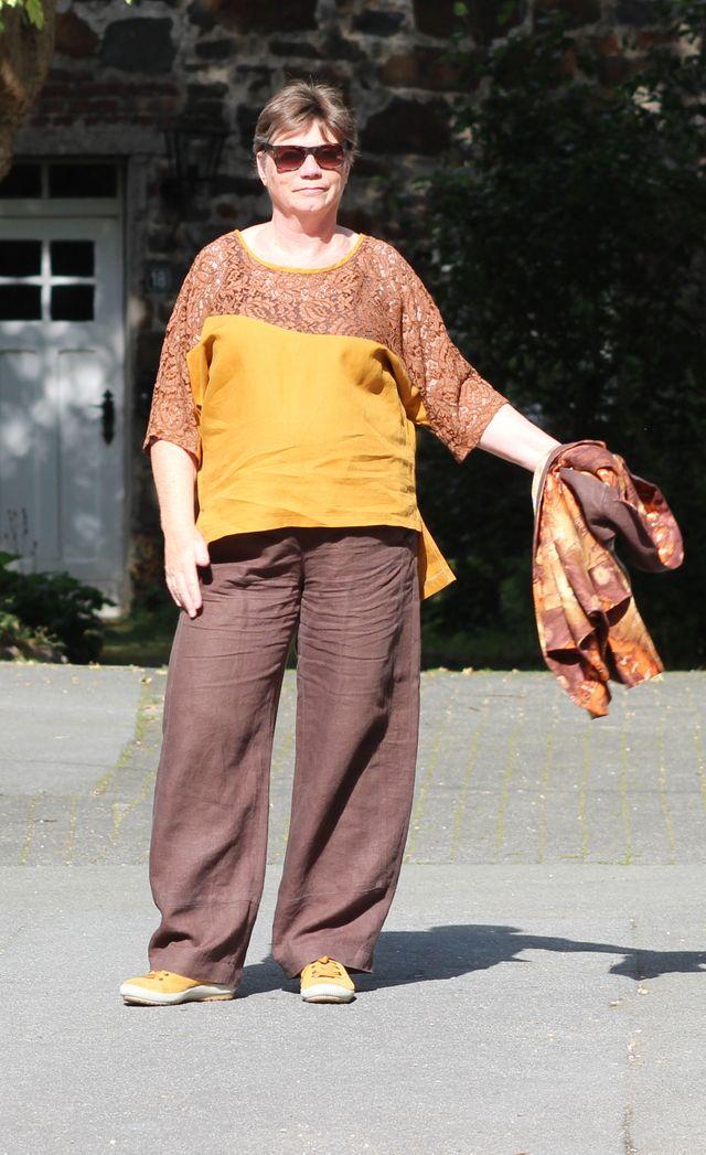 Produktfoto von Unendlich schön - Design Anita Lüchtefeld zum Nähen für Schnittmuster Asymmetrisches Kimonoshirt Lale