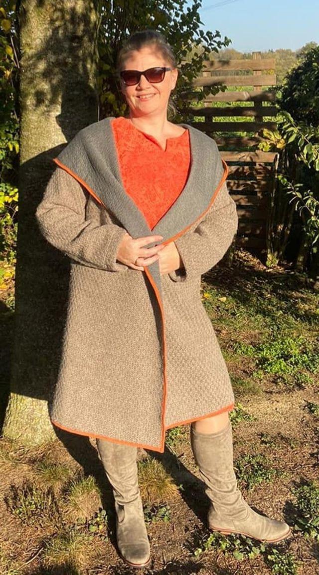 Produktfoto von Unendlich schön - Design Anita Lüchtefeld zum Nähen für Schnittmuster Outdoor-Kapuzenjacke Scilla