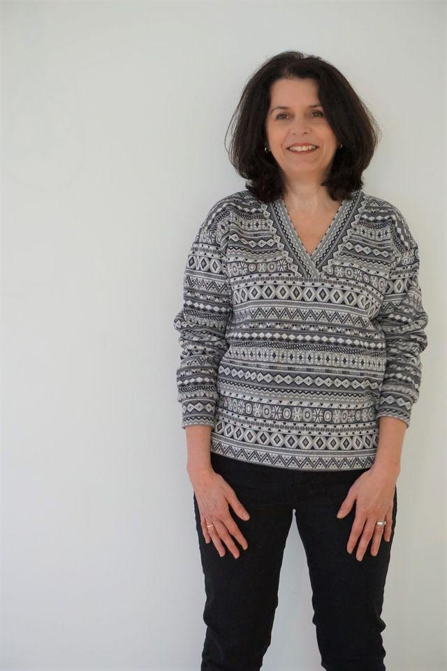 Produktfoto von Schnitte 4 friends zum Nähen für Schnittmuster V-Sweatshirt Lesly