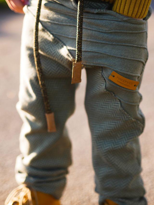 Produktfoto von LovelySewDesign zum Nähen für Schnittmuster Hose Lovely Legs