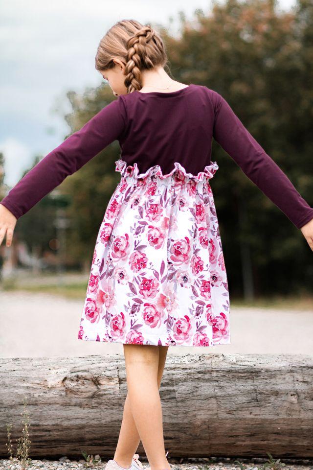Produktfoto von LovelySewDesign zum Nähen für Schnittmuster Kleid Lovely Bloom