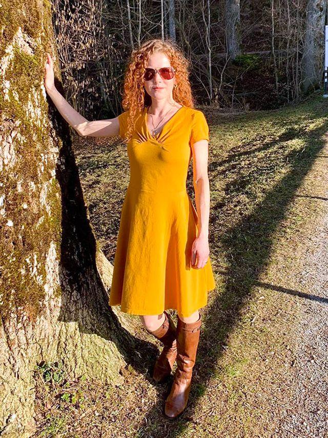 Produktfoto von SchnittmusterLounge zum Nähen für Schnittmuster Shirt oder Kleid PETITE Yelda