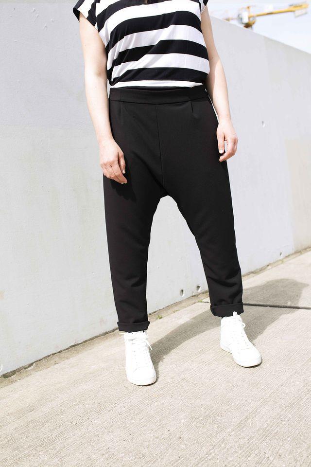 Produktfoto von Yes, Honey zum Nähen für Schnittmuster Sneaker Hose #freeyourankles