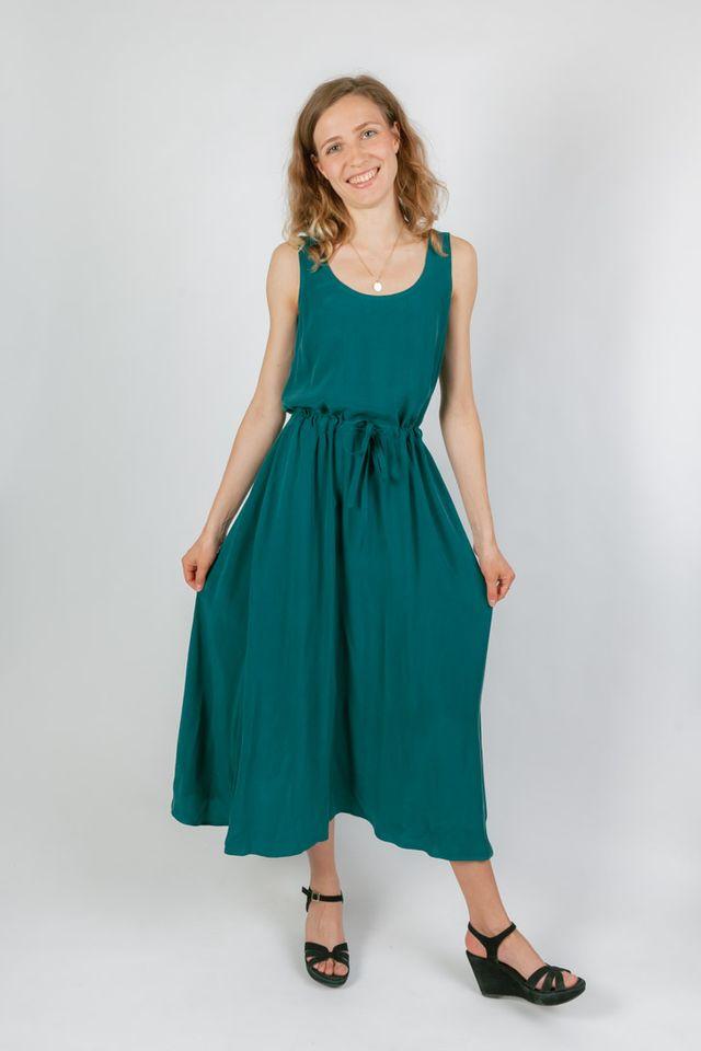 Produktfoto von Schnittmuster Berlin zum Nähen für Schnittmuster Midi Kleid Inka