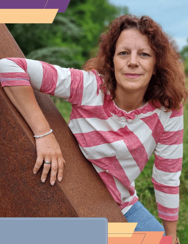 Produktfoto von Miss Granny zum Nähen für Schnittmuster Raffkragenshirt Aennie