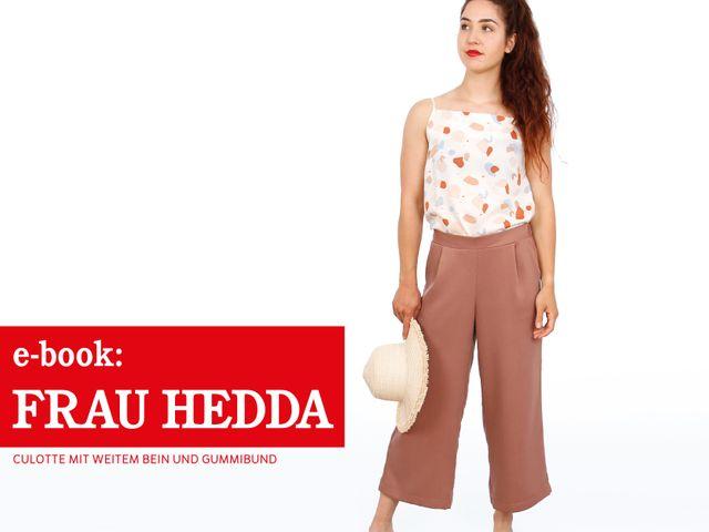 Produktfoto von STUDIO SCHNITTREIF zum Nähen für Schnittmuster Frau Hedda