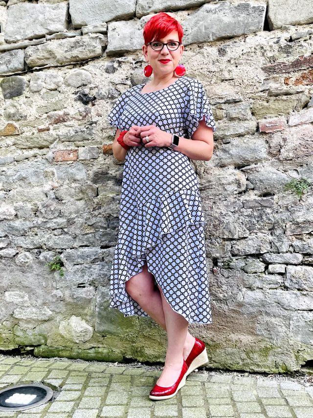 Produktfoto von SchnittmusterLounge zum Nähen für Schnittmuster Kleid Lyana