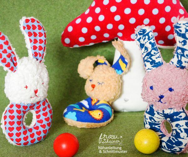 Produktfoto von Frau Scheiner zum Nähen für Schnittmuster Babyrassel Hase Finn